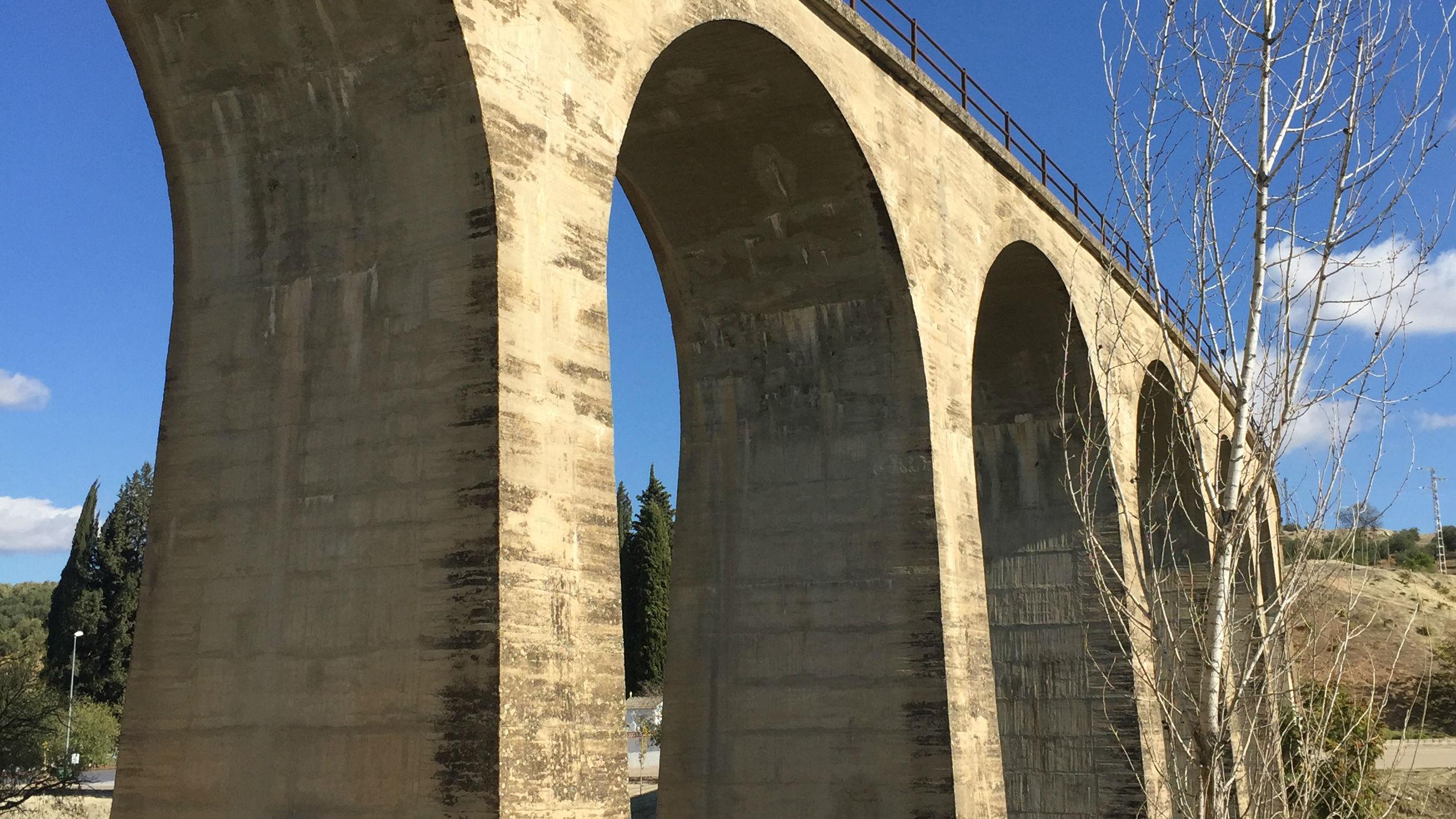 Viaducto construido en Villanueva del Arzobispo en el marco de la línea Baeza-Utiel.