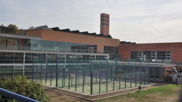 El gimnasio cuenta con unas completas instalaciones y una costosa maquinaria ahora sin uso