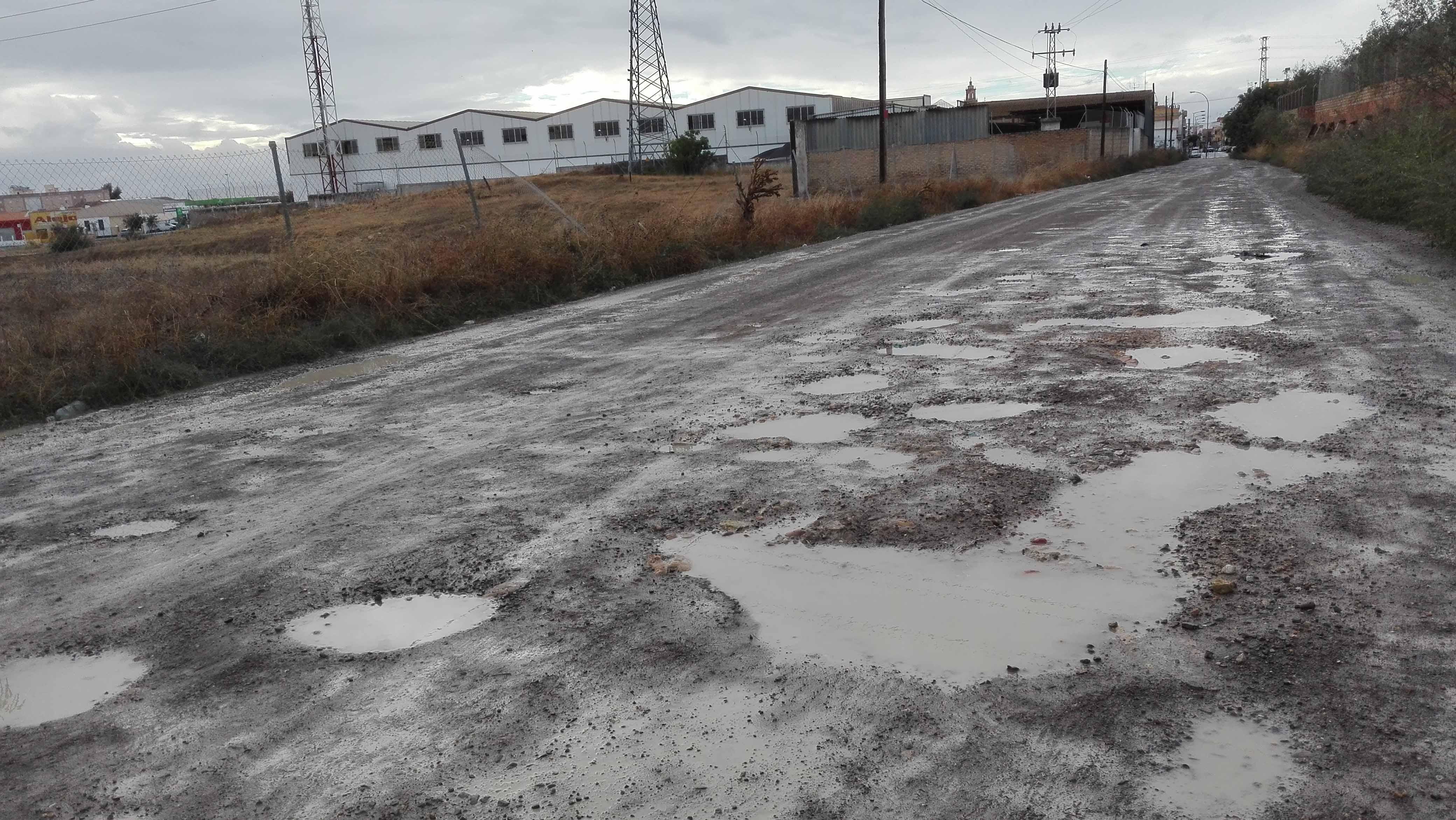 Con las lluvias, el camino de Molares se convierte en una vía impracticable