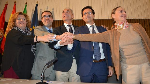 Representantes de Diputación, Gobierno, Junta y Ayuntamiento, con Laura García-Lorca