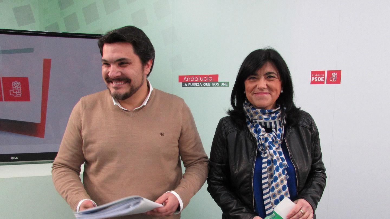 El alcalde de Marmolejo, Manuel Lozano, junto a la presidenta del PSOE de Jaén, Francisca Medina