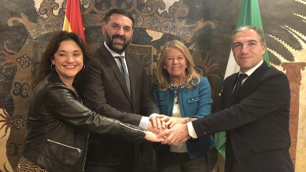 Los representantes de las cuatro administraciones tras firmar el convenio