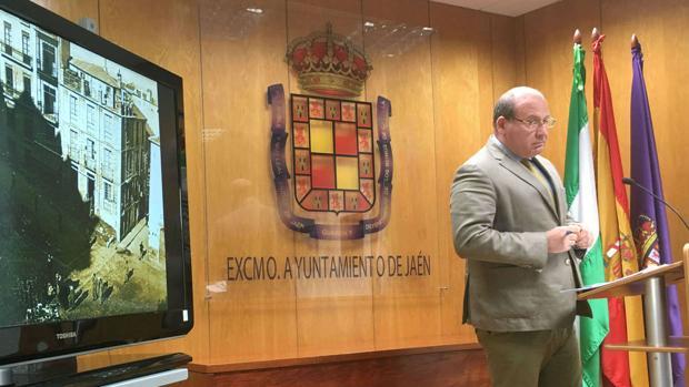 El alcalde de Jaén, Javier Márquez, dice que la decisión es una cacicada del PSOE