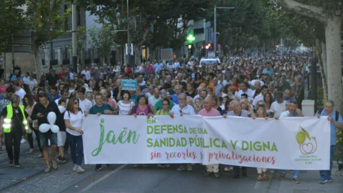 Miles de personas participaron en una manifestación para pedir la mejora del modelo sanitario