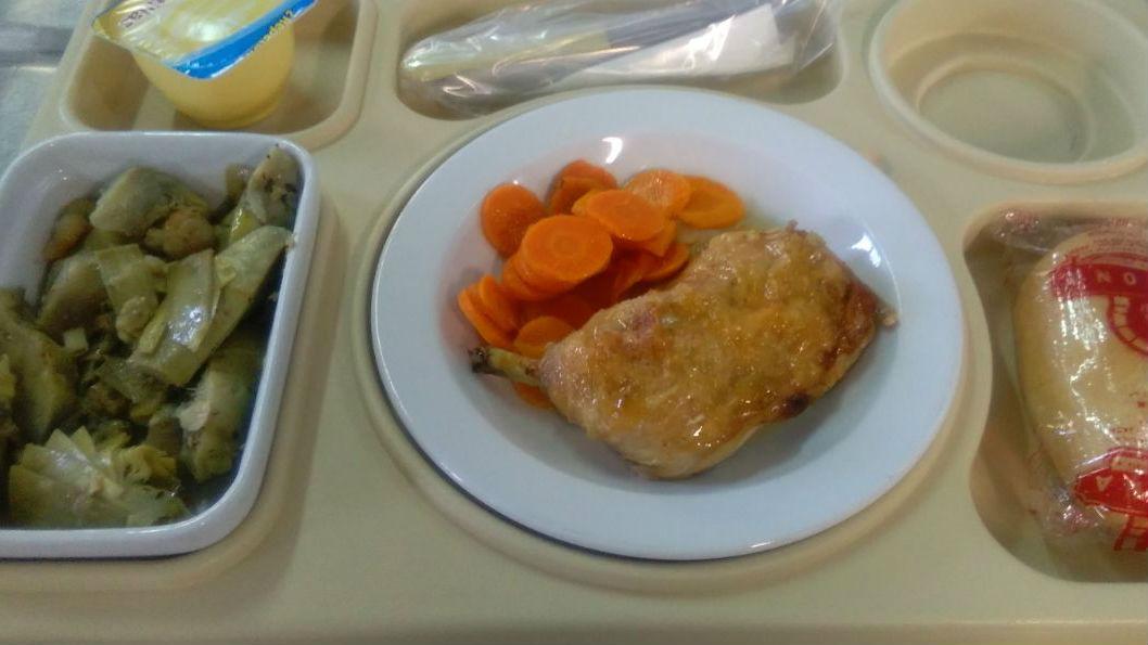 Menú completo del almuerzo de un paciente de uno de los hospitales de Jaén