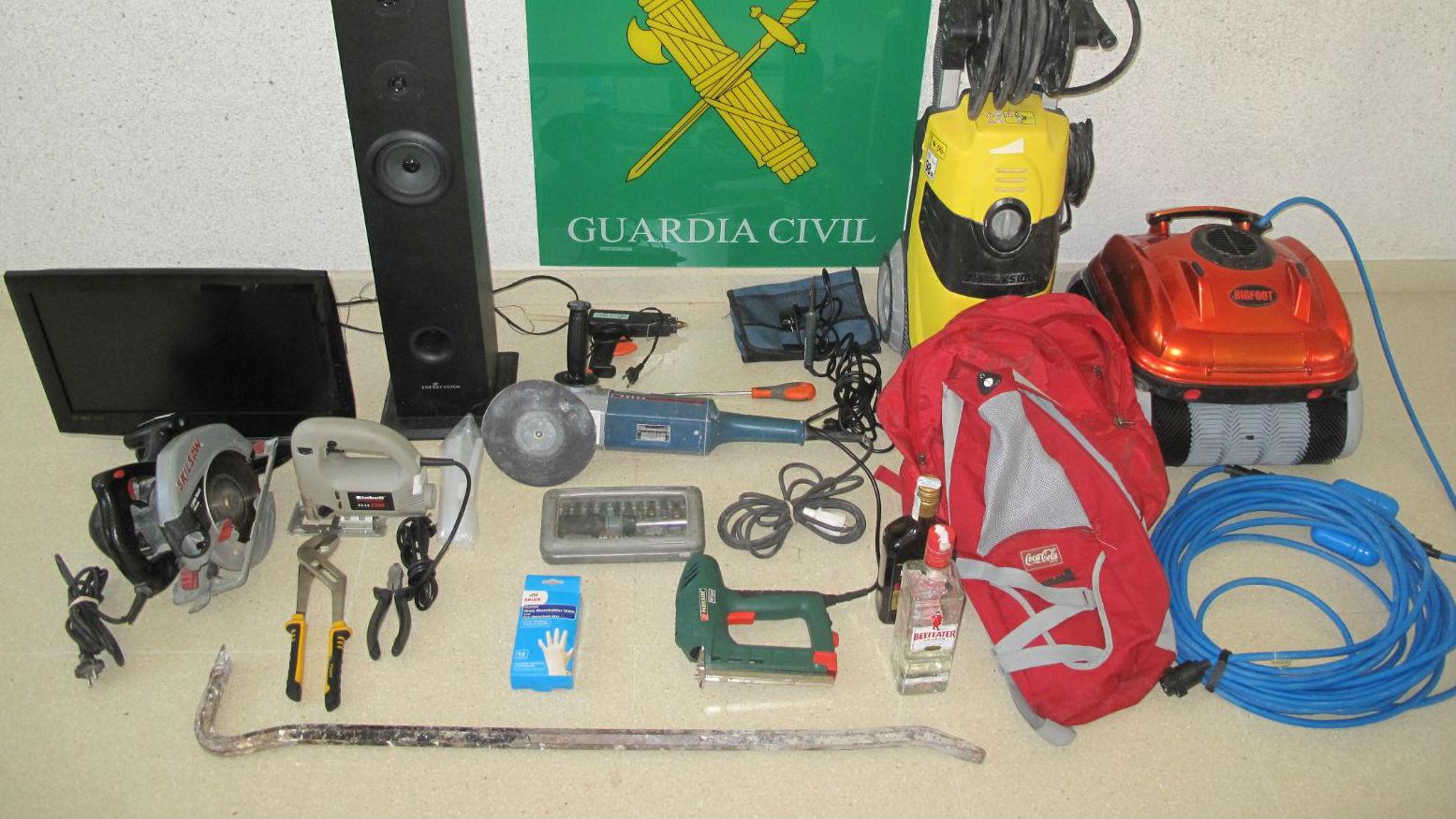Objetos recuperados por la Guardia Civil tras las detenciones