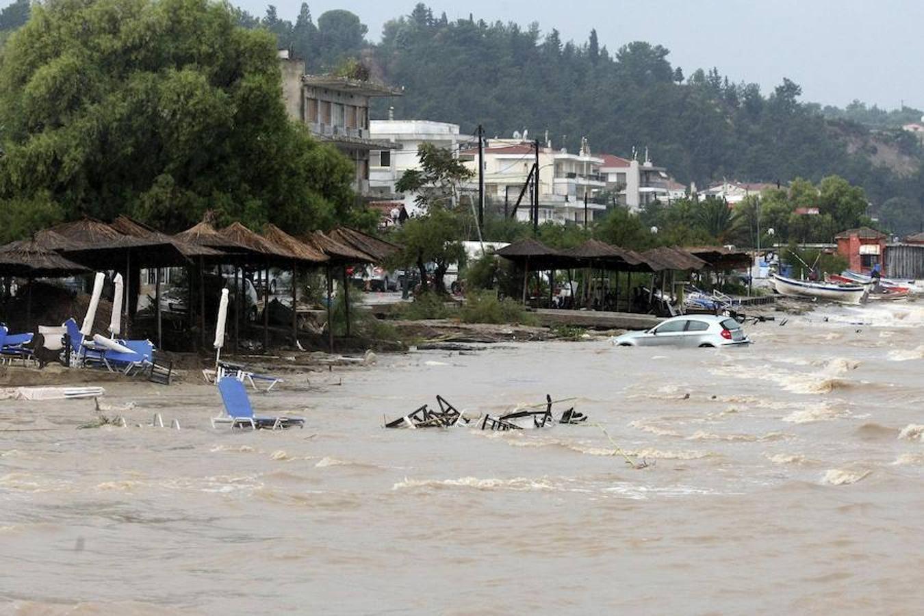 Vista general de los daños ocasionados por las inundaciones en Salónica, Grecia hoy, 7 de septiembre de 2016, como consecuencia de las fuertes lluvias.