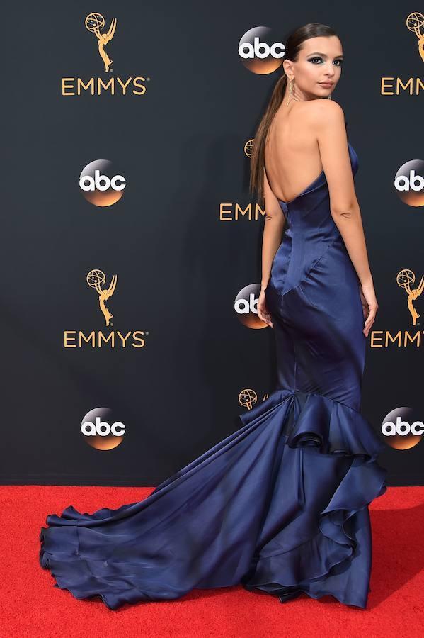 Emily Ratajkowski, impresionante a su llegada a la alfombra roja
