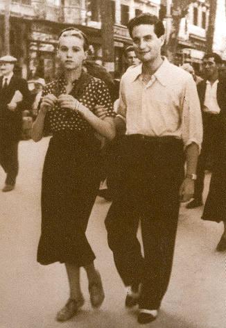 Foto tomada en Barcelona en 1937, de Octavio Paz y Elena Garro, su joven esposa