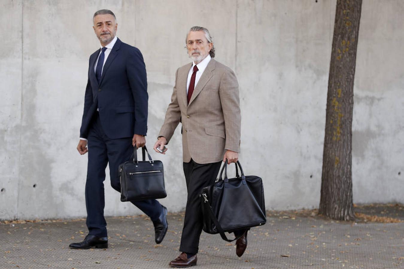 El presunto cabecilla de la trama Gürtel, Francisco Correa, a su llegada a la Audiencia Nacional, en San Fernando de Henares