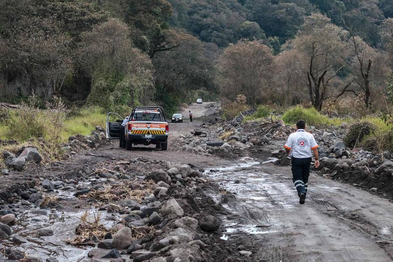 La zona boscosa aledaña al volcán de Colima, ubicado en el oeste de México, que incrementó su actividad, por lo que las autoridades del estado de Colima informan que las comunidades de La Yerbabuena y La Becerrera continuarán evacuadas