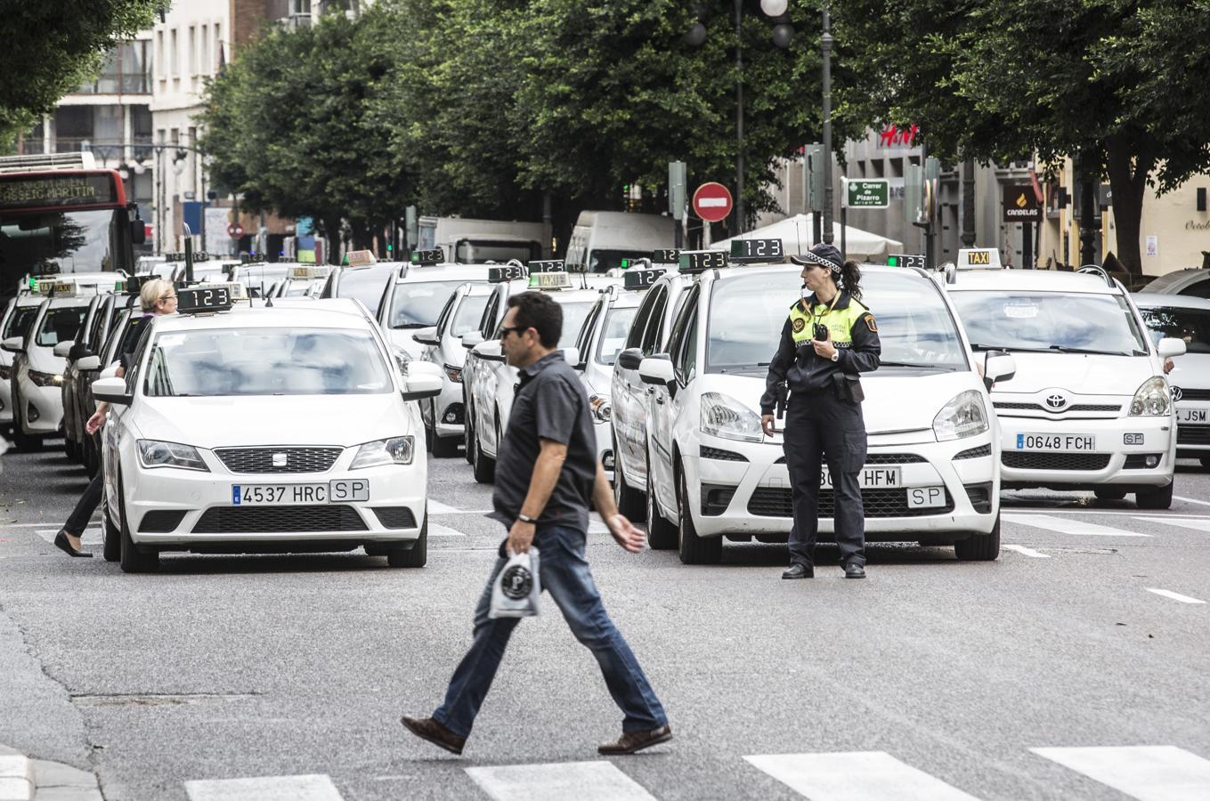 1. Taxis en el centro de Valencia