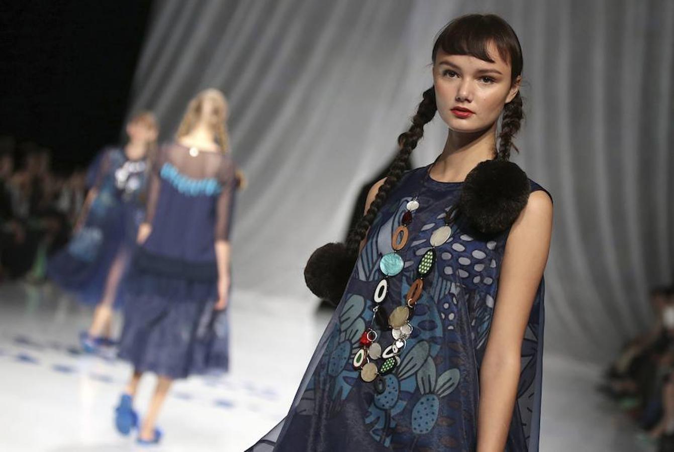 Desfile de la diseñadora japonesa Tokuko Maeda para la firma TOKUKO