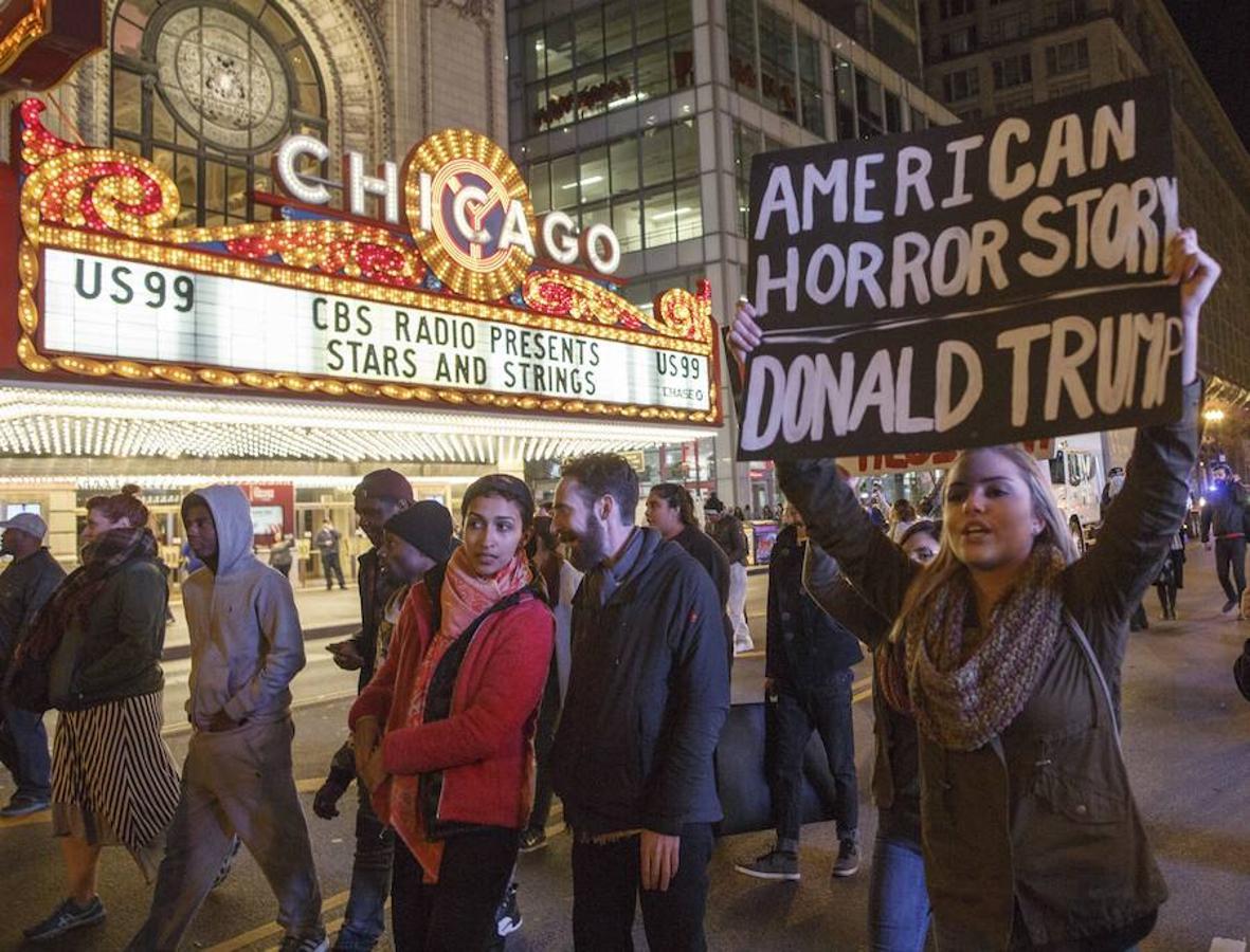 Varias personas protestan contra la elección de Donald Trump en Chicago