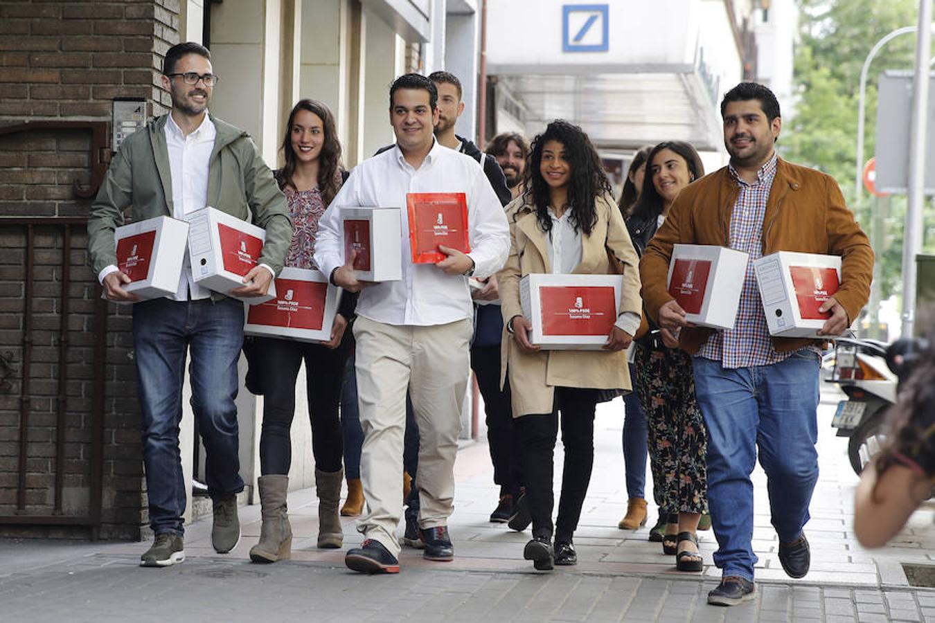 El equipo de Susana Díaz, a su llegada a Ferraz este jueves