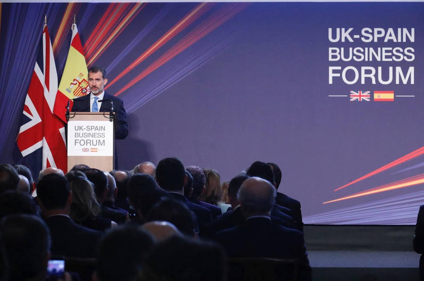 El rey Felipe pronuncia un discurso durante el encuentro empresarial UK-Spain Business Forum presidido por el monarca español hoy en Londres