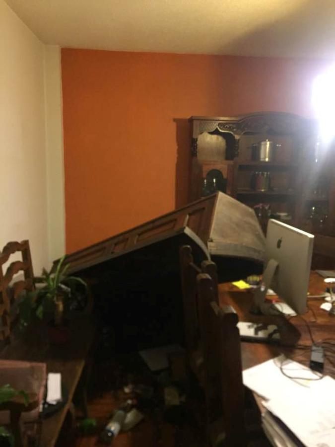 El mobiliario de una casa de Ciudad de México, destrozado después del terremoto
