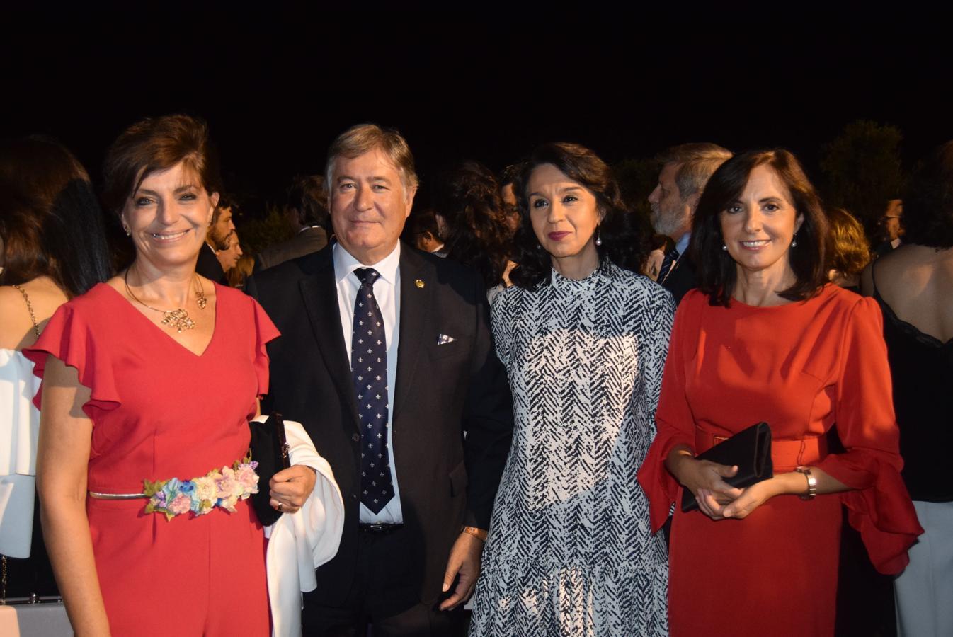 La presidenta del Colegio Oficial de Médicos de Toledo, Natividad Laín Terés; la presidenta del Colegio Oficial de Farmacéuticos de Toledo, Ana María Rodríguez Alonso; y la presidenta de Asaja, Blanca Corroto, en la cena.