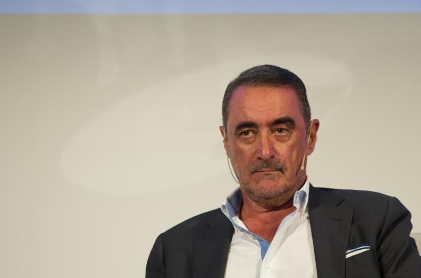 En un auditorio completamente lleno. Bieito Rubido, director de ABC, ha afirmado al inicio del acto que Carlos Herrera es el comunicador más influyente de España