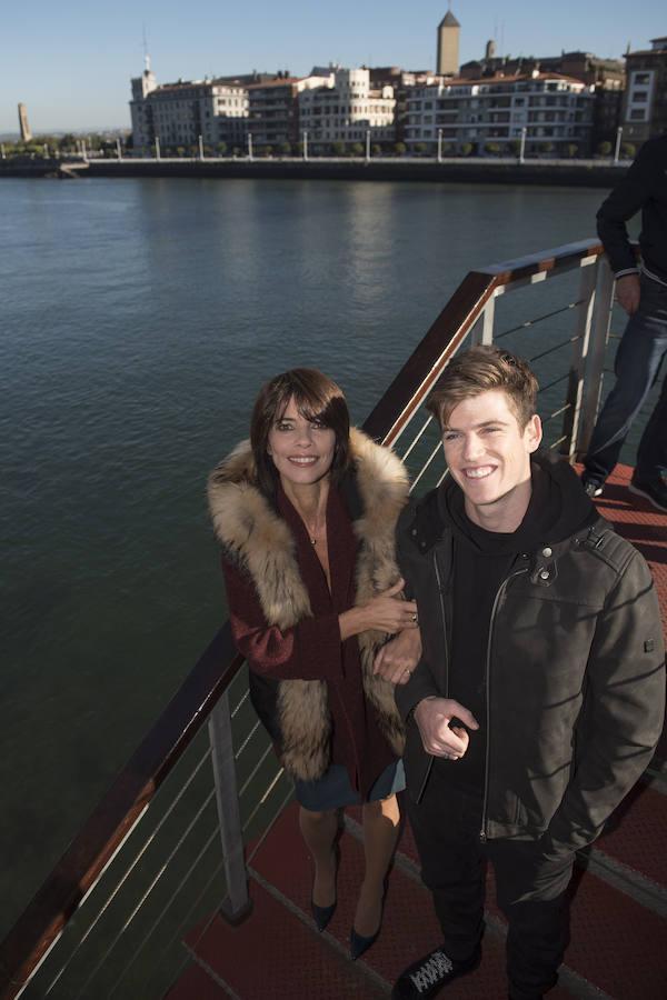 Maribel Verdú, junto a Miguel Bernardeau, esta mañana en el rodaje