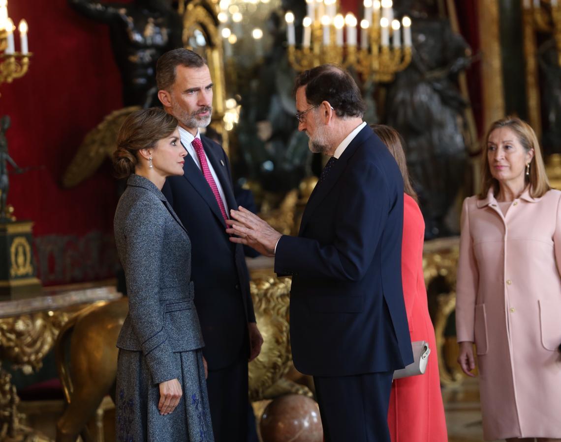 El Presidente del Gobierno, Mariano Rajoy y Ana Pastor, Presidenta del Congreso, en la tradicional recepción ofrecida hoy en el Palacio Real con motivo del Día de la Fiesta Nacional (Ernesto Agudo)