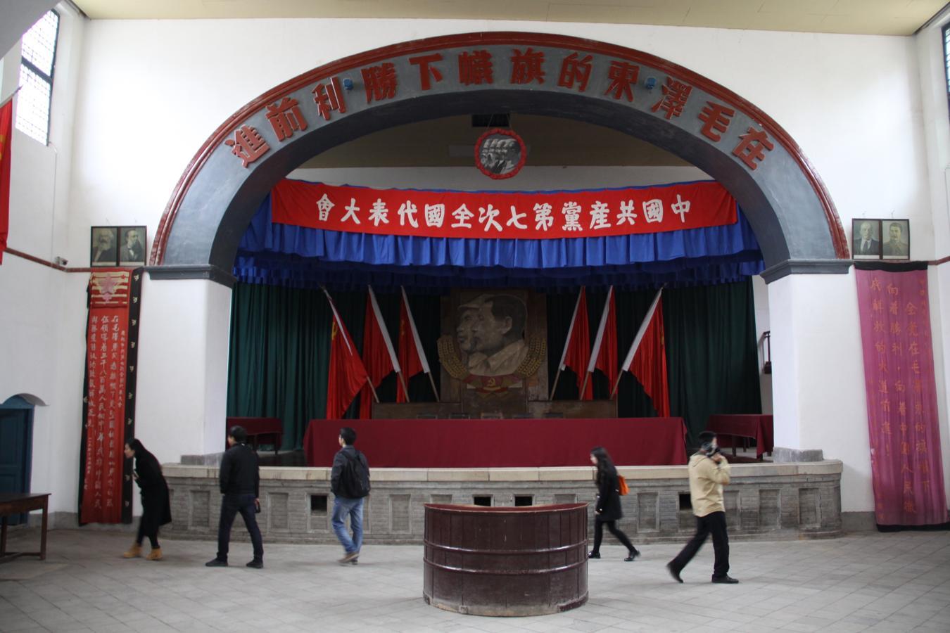 En el VII Congreso del Partido Comunista de China, celebrado en la base revolucionaria de Yan'an en 1945, Mao Zedong tomó el poder