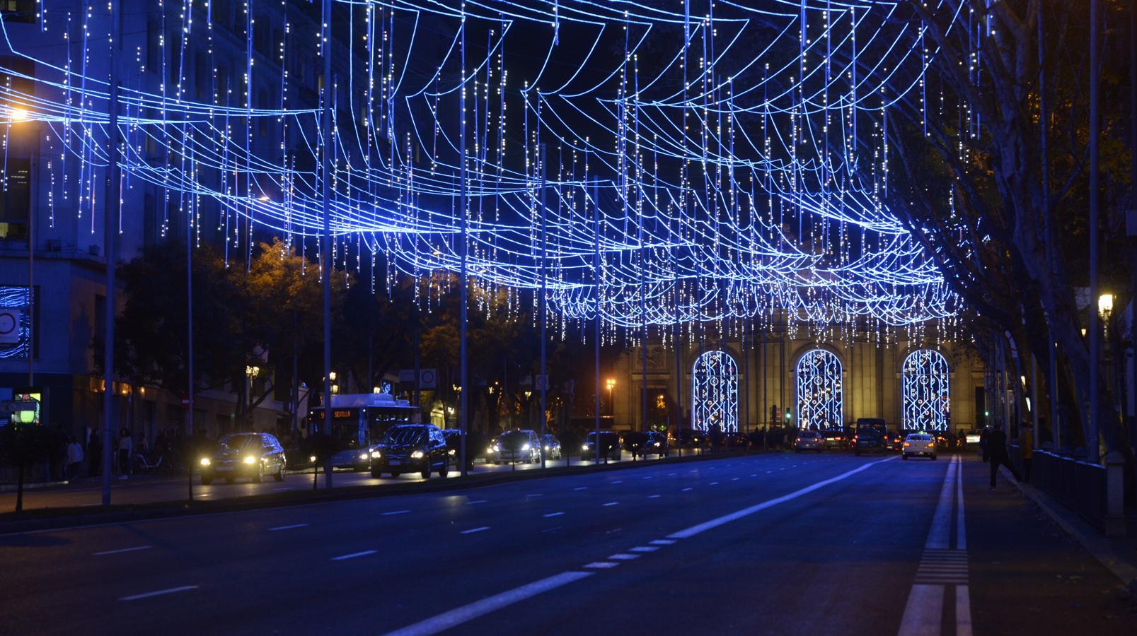 Las luces de Navidad se han encendido este viernes en la almendra central a las 18:30 horas