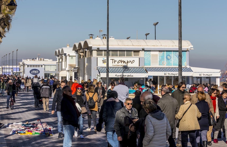 En imágenes: la ola de frío no impide disfrutar de Valencia durante el puente de diciembre