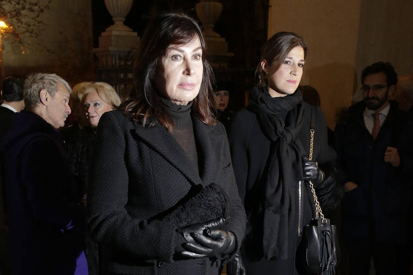 Carmen Martínez-Bordiú junto a su hija, Cynthia Rossi
