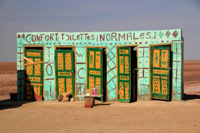 «Váteres cómodos», en Chott el Djerid (Túnez).