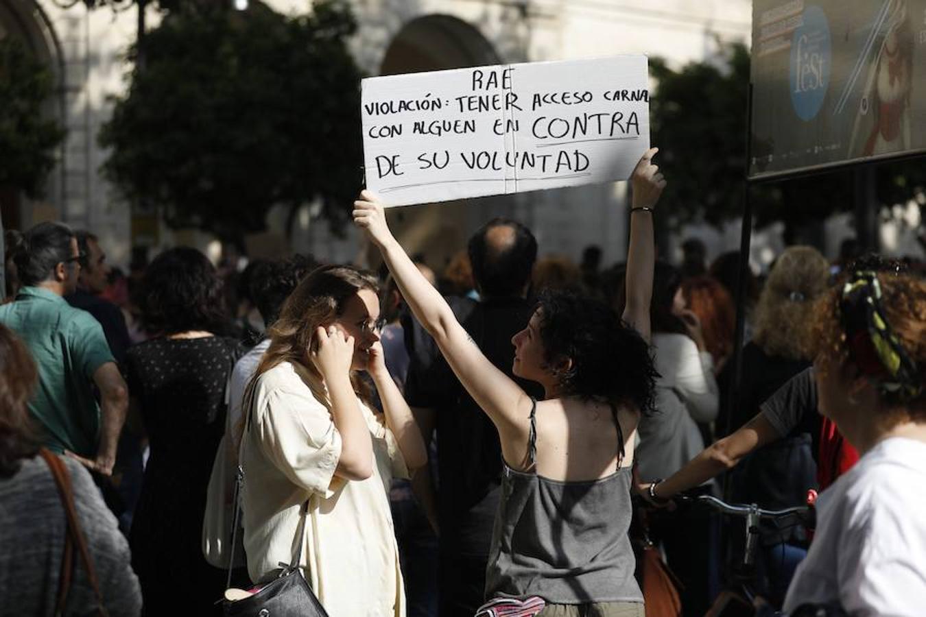 Concentración por el veredicto del caso de «La Manada» en Sevilla.
