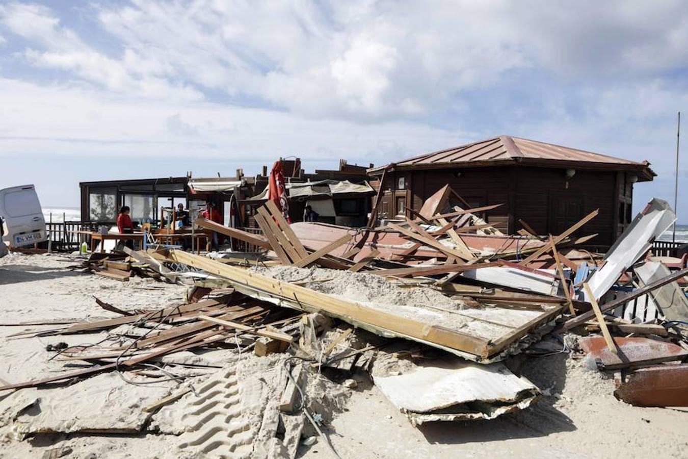 Los destrozos que el huracán Leslie ha dejado en varios lugares de Portugal