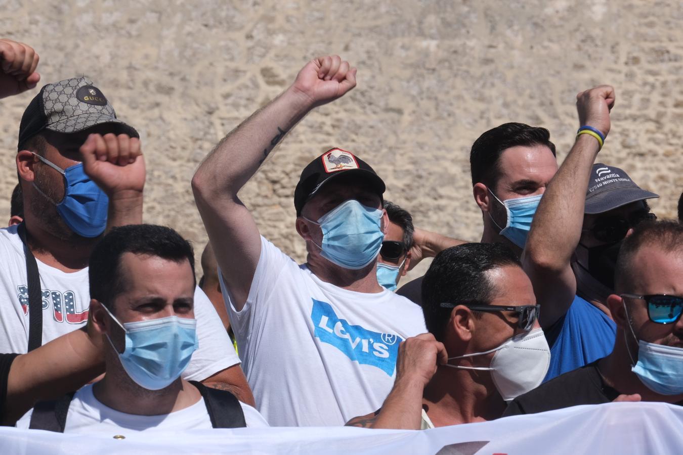 FOTOS: Los Astilleros de la Bahía de Cádiz salen a la calle a pedir auxilio