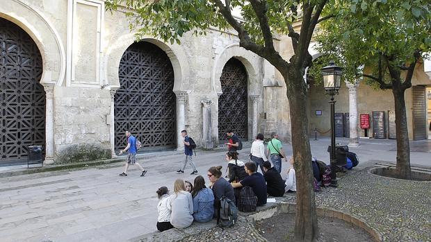 Celosía del muro norte de la Mezquita-Catedra que se quiere convertir en segunda puerta