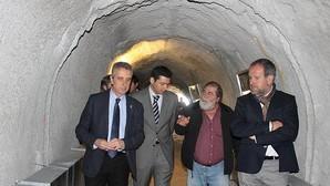 Autoridades en la Cueva del Ángel