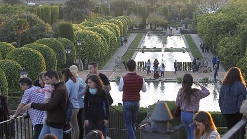 Los jardines y albercas son la estrella del Alcázar
