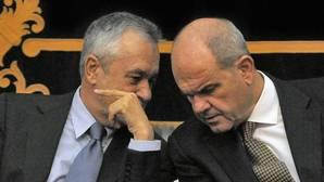 El juez da de plazo hasta mediados de septiembre para que las partes acusen a Chaves y Griñán