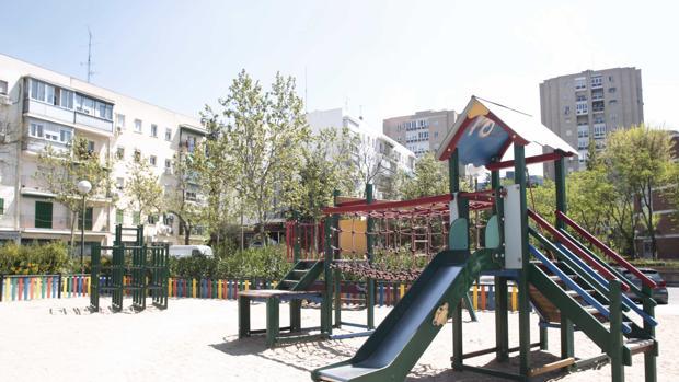 El parque contará con columpios adaptados y una casa de juegos con ramplas