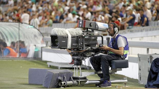 Un operador de cámara, el sábado en El Arcángel
