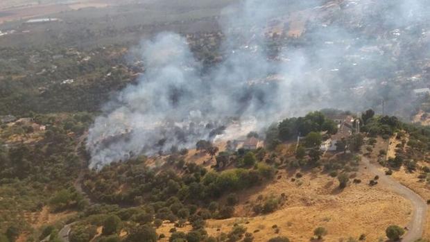 Vista aérea del incendio desde uno de los helicópteros del Infoca