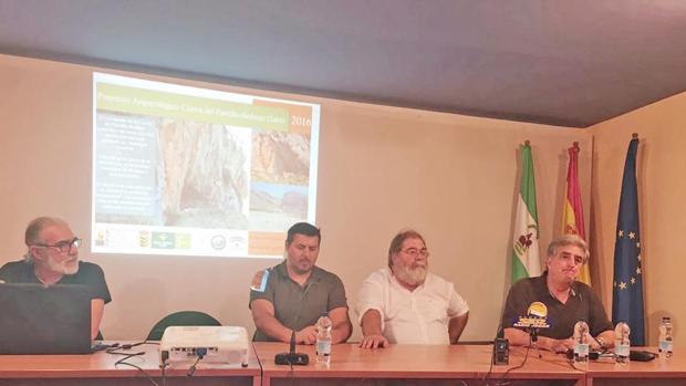 Hallan collares de 13.000 años de antigüedad en una cueva de Jaén
