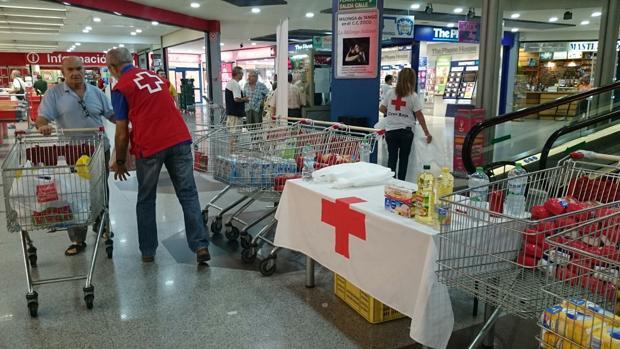 Voluntarios de Cruz Roja durante la Operación Kilo