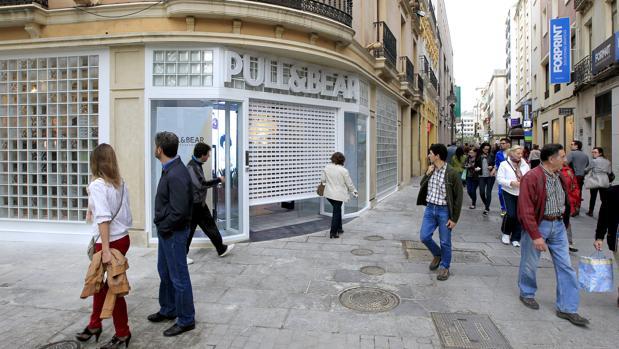 Tiendas en la calle Gondomar, la más cotizada del Centro