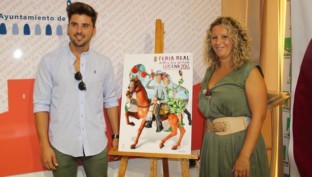 La edil de Fiestas y el cantante Álvaro Díaz en la presentación del cartel de la Feria del Valle de Lucena