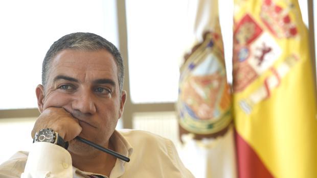 Elías Bendodo durante una entrevista hace un año en Málaga