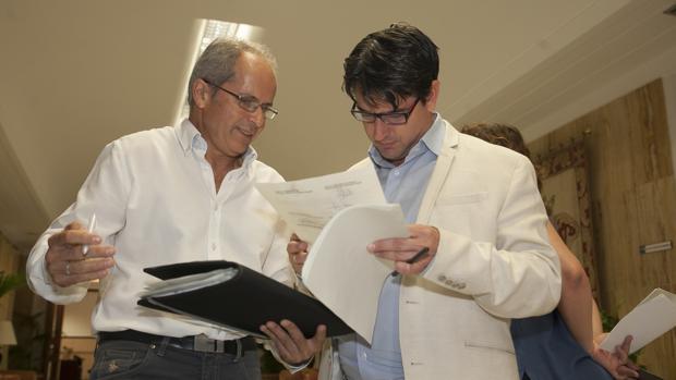 Rafael Bláquez y Pedro García, en un Pleno municipal