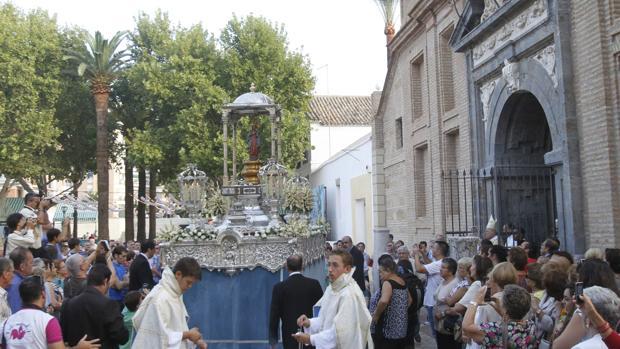 La Virgen de la Fuensanta, a su salida del santuario