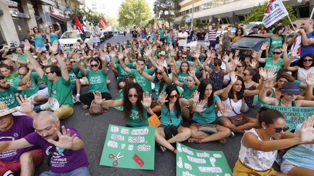 Protesta de profesores esta mañana ante la Delegación de Eduicación en Córdoba
