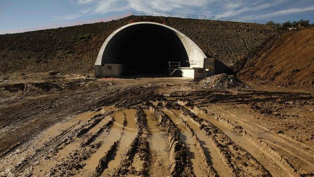 Un tunel del AVE a su paso por Antequera