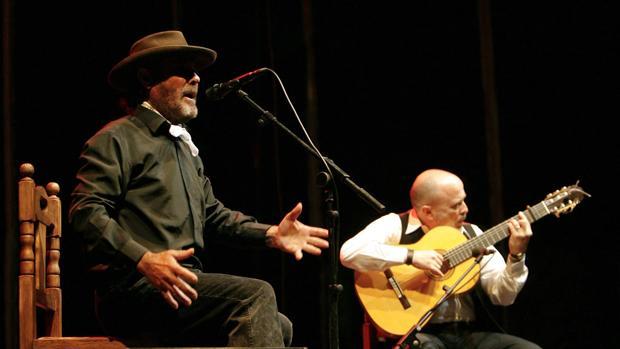 El Cabrero durante una actuación en la Noche Blanca del Flamenco